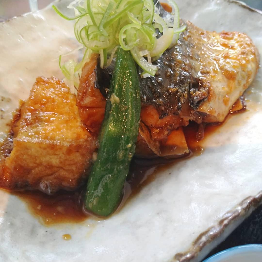 こんにちは! 本日の日替わりランチは、お刺身とサバの照り煮定食になります  連休最終日もご来店を心よりお待ちしております️️