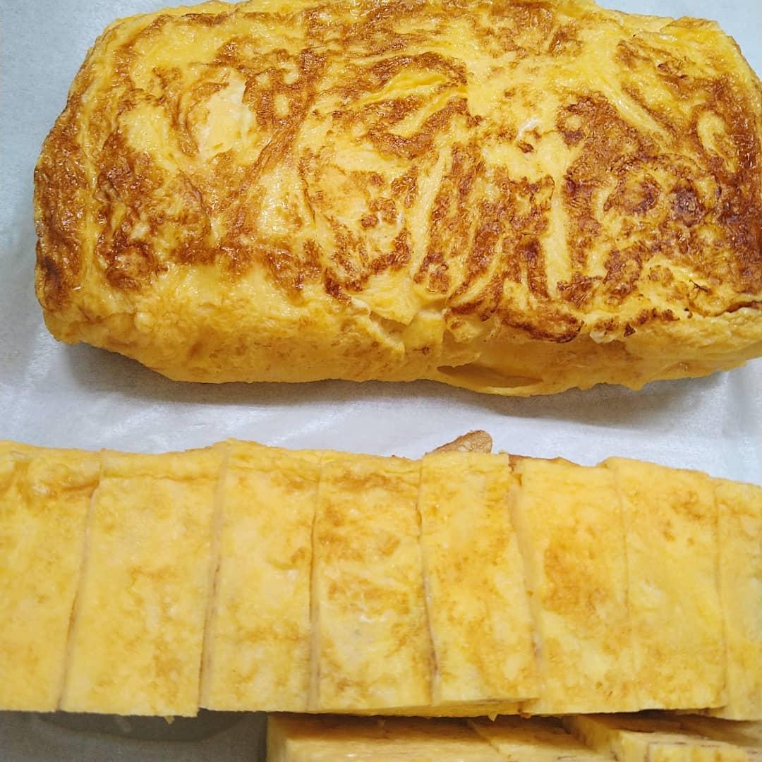 本日の日替わりランチは、サーモン炙りハラス丼と厚焼き玉子のセットになります!!  本日もご来店お待ちしております❣️❣️️